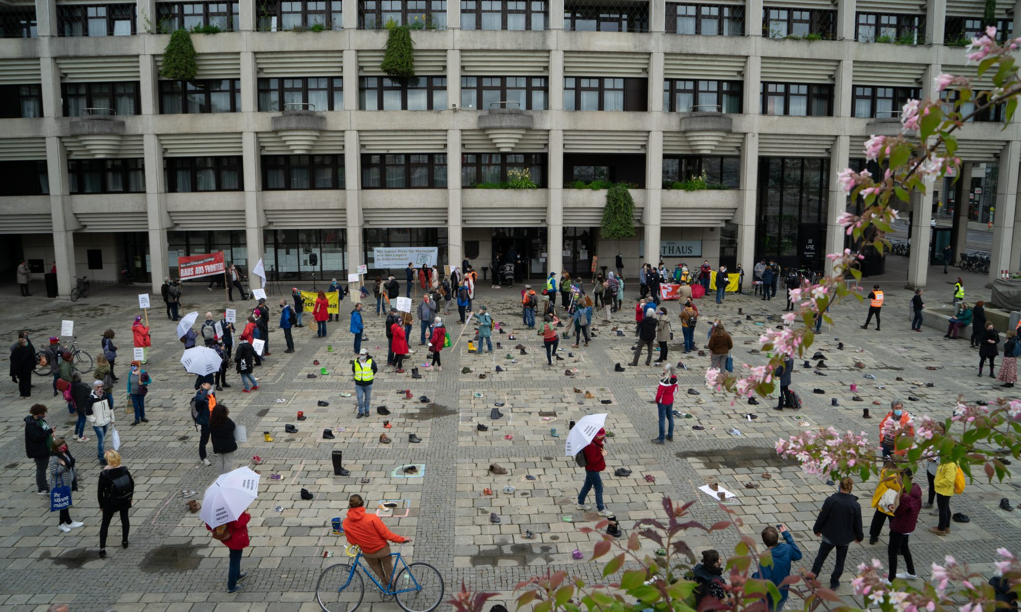 Umbrella March Linz - Internationaler Tag des Flüchtlings #withrefugees
